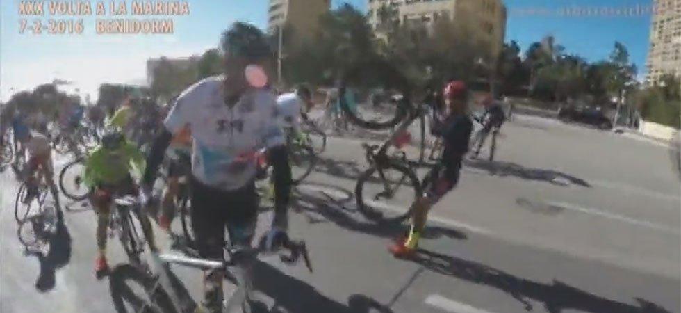 Des coureurs cyclistes renversés par le vent violent