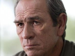 Tommy Lee Jones face à Kevin Costner dans Criminal