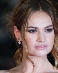 Lily James, nouveau visage du parfum My Burberry Black