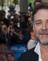 "Russell Crowe, héros du drame ""In Sand and Blood"""