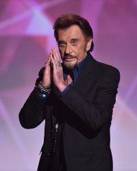 Johnny Hallyday rassure ses fans après une rumeur de cancer lancée par un hacker