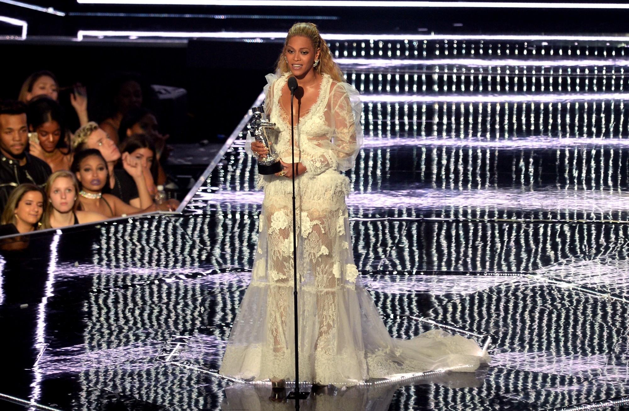 Beyoncé pressentie pour chanter le titre phare du prochain James Bond