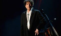 Bob Dylan sort enfin de son silence et accepte son prix Nobel