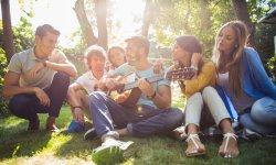 5 chansons pour célébrer la Journée de l'amitié