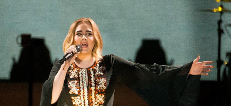 En plein concert, Adele rend un vibrant hommage à Amy Winehouse