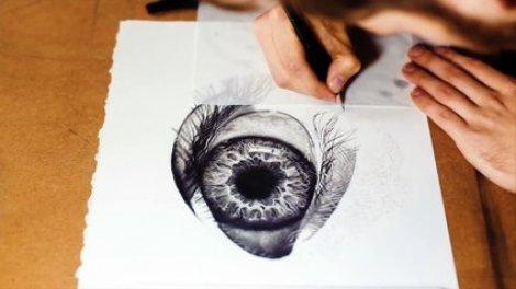 Dessin D Un Oeil Humain à La Main Avec Un Crayon Sur