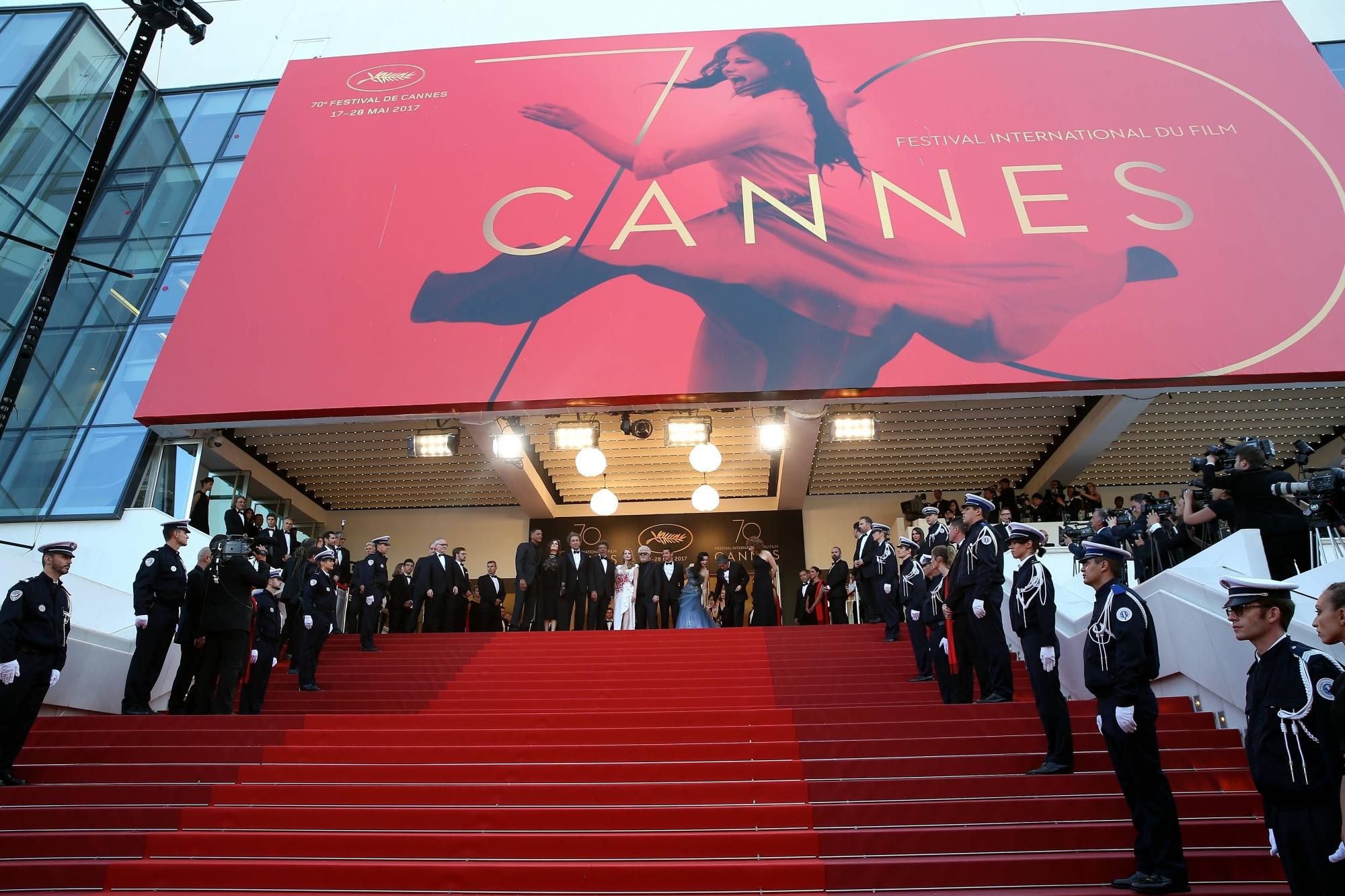 Un numéro de téléphone contre le harcèlement sexuel — Festival de Cannes