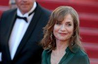 Isabelle Huppert se la joue femme fatale pour Eva