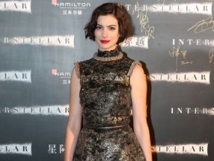Anne Hathaway : focus sur ses robes de tapis rouges