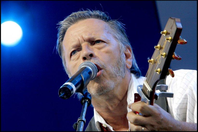 Le chanteur Renaud, en concert à Paris, lors d\