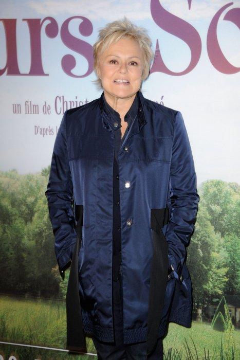 Muriel Robin assiste à la première du film  Les Malheurs de Sophie  à Paris, le 10 avril 2016.