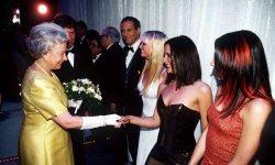 Top 3 des rencontres improbables de la reine Elizabeth II