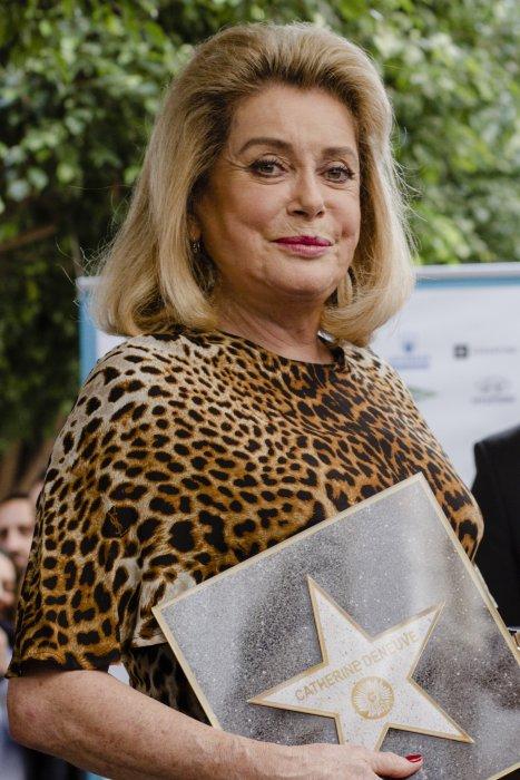 Catherine Deneuve contente de ne pas avoir à élever ses petits-enfants