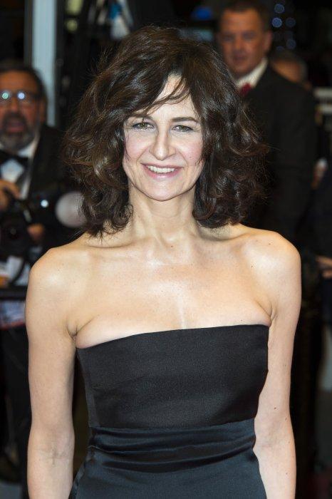 """Valérie Lemercier arrive sur le tapis rouge pour la présentation de """"Marguerite et Julien"""" lors du 18ème Festival de Cannes, le 19 mai 2015."""