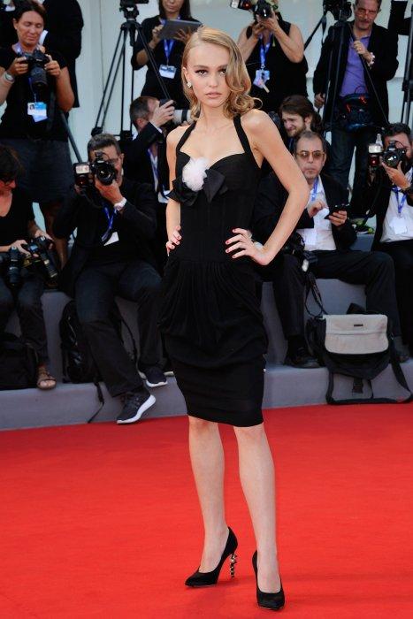 """Lily-Rose Depp assiste à la première de """"Planetarium"""" lors de la 73ème Mostra de Venise, le 8 septembre 2016."""