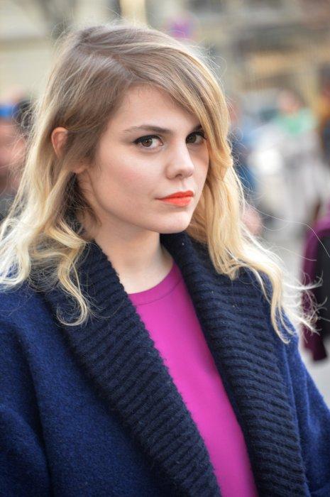 Coeur de Pirate assiste au défilé de mode Barbara Bui prêt-à-porter automne-hiver 2015-2016 à Paris, le 5 mars 2015.