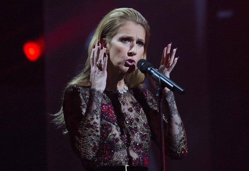 Céline Dion chante en l\