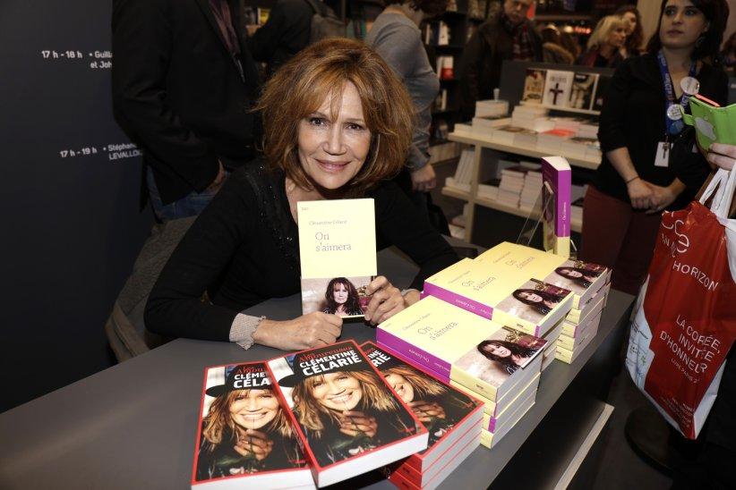 Clémentine Célarié lors du 33e Salon du Livre à Paris, le 20 mars 2016.