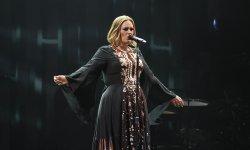Adele, enceinte ? Elle lève le voile sur scène !