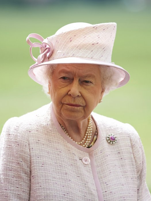 La reine Elizabeth II sur la base East Anglian Air Ambulance à l\