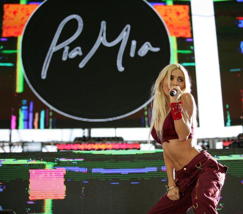 Pia Mia sur la scène du Life is Beautiful Festival, le 26 septembre 2015 à Las Vegas.