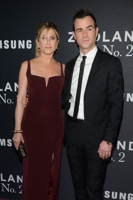 Jennifer Aniston et son époux Justin Theroux assistent à l\