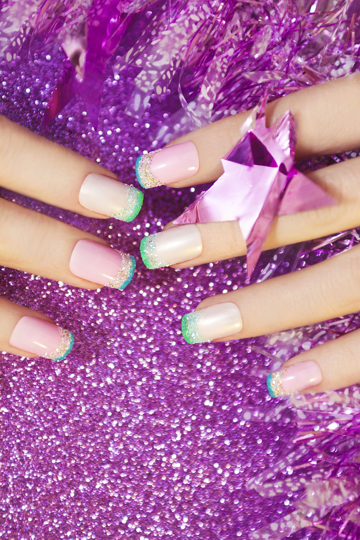 L\u0027ANSM alerte sur les risques des faux ongles.