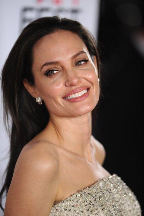 Angelina Jolie demande le divorce à Brad Pitt