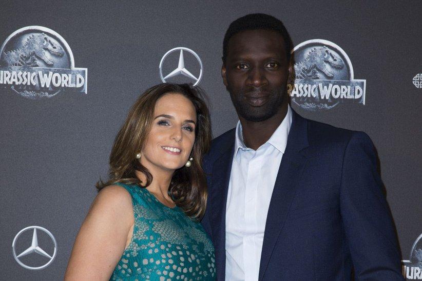 Omar Sy et sa femme, Hélène, sont réunis pour la première du film  Jurassic World , à Paris, en mai 2015.