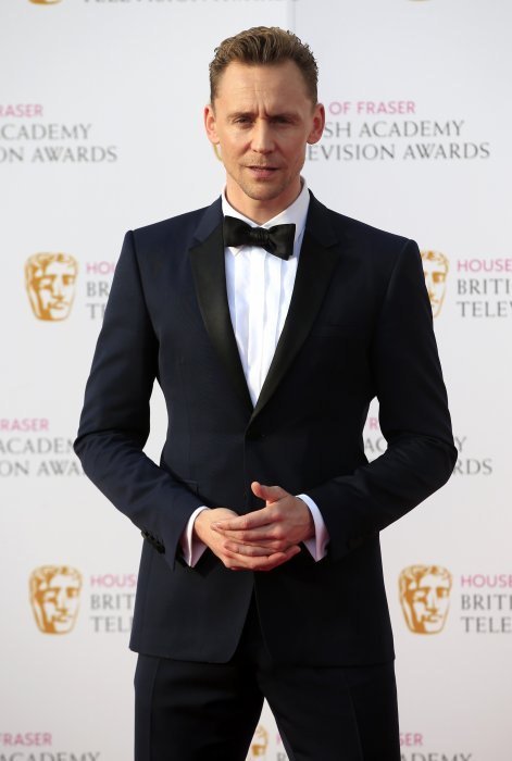 Tom Hiddleston assiste aux BAFTA TV Awards 2016 au Royal Festival Hall à Londres, le 8 mai 2016.