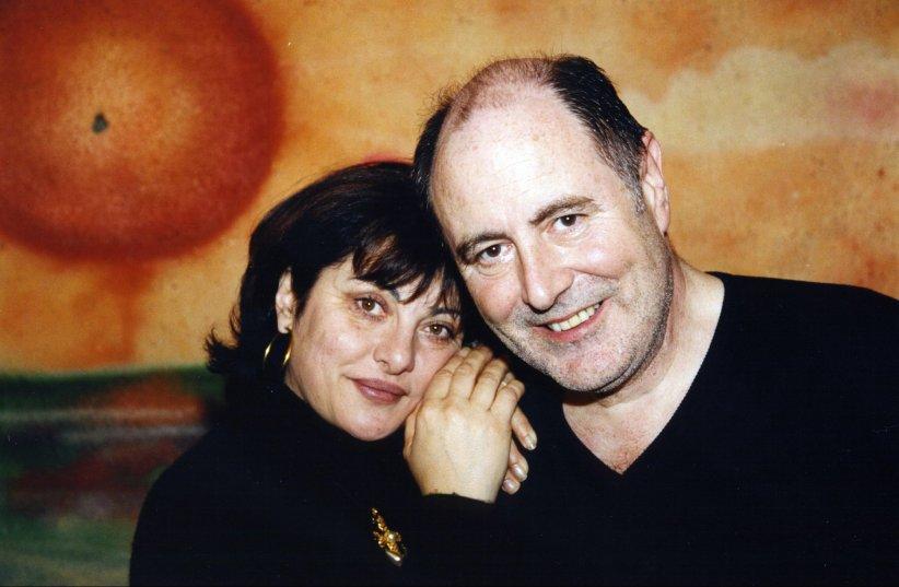 Michel Delpech et sa femme Geneviève posent en marge d\