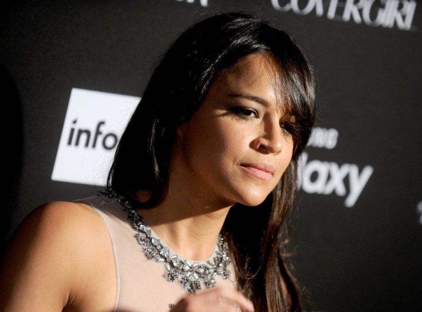 Michelle Rodriguez sous les flashs des photographes lors de la soirée Harper\