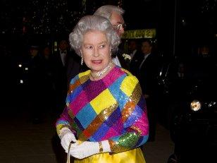 Elizabeth II en 10 looks improbables