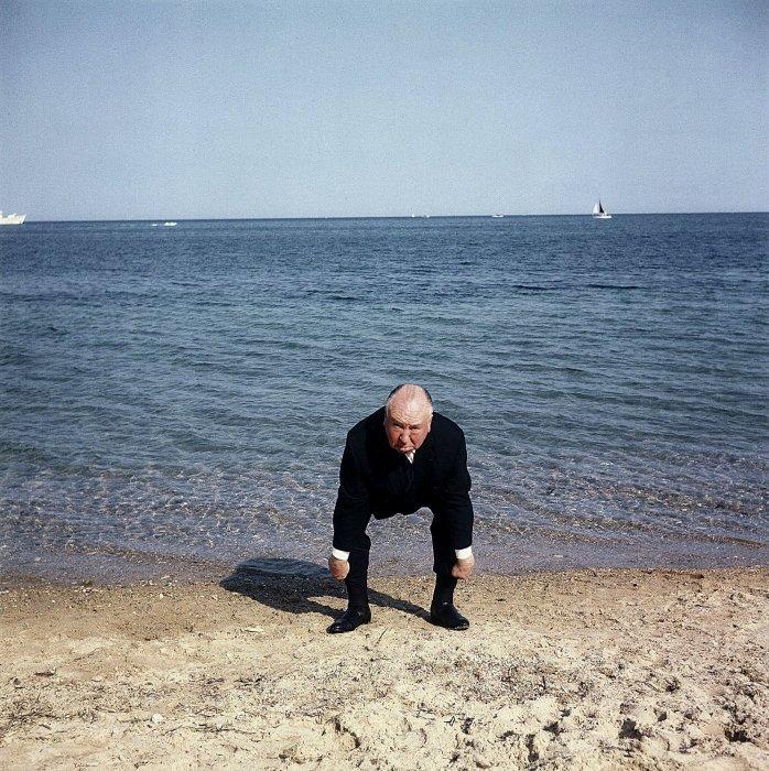 Alfred Hitchcock au 16e Festival de Cannes pour présenter son film Les oiseaux, en mai 1963.