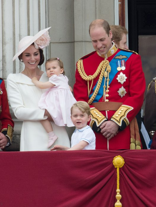 Kate Middleton et le prince William avec leurs enfants lors de la cérémonie Trooping of the Colour à Londres, le 11 juin 2016.