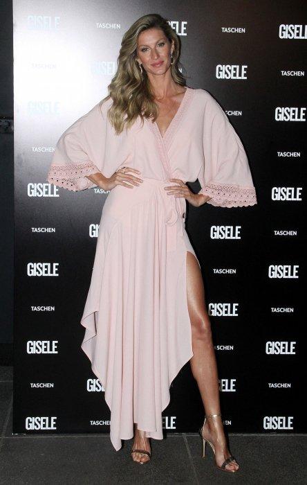 Gisèle Bündchen fait la promotion de son livre à São Paulo, le 7 novembre 2015.