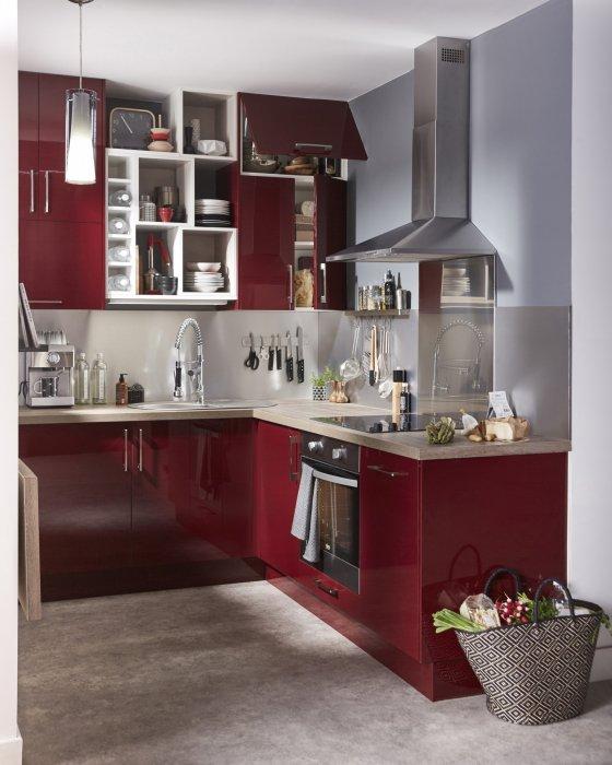 Pour une cuisine design et moderne, le rouge s\