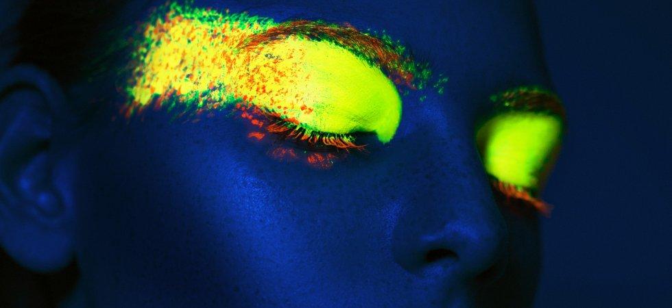 """Le maquillage néon : la nouvelle tendance beauté qui """"illumine"""" la Toile"""