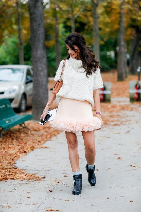 Un look romantique avec la jupe à froufrous