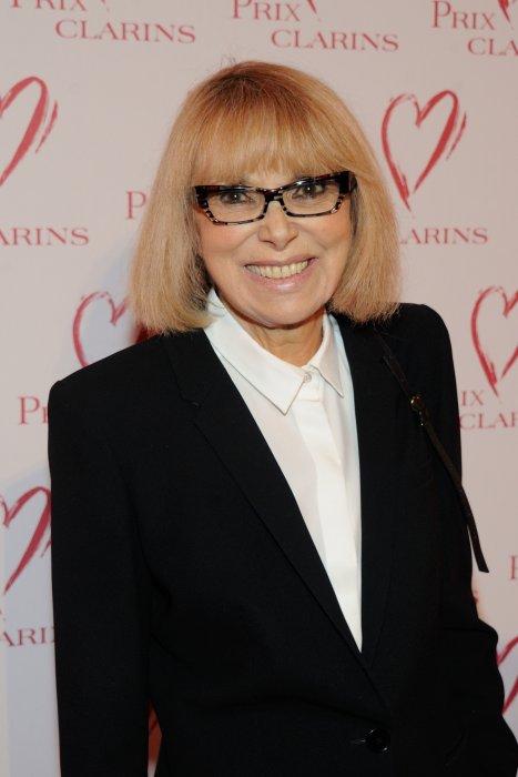 Mireille Darc assiste au prix Clarins au pavillon Kleber à Paris, le 29 mars 2016.