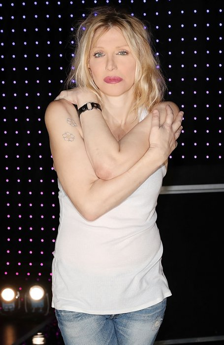 Courtney Love : un emprunt de bijoux à (très) long terme ?