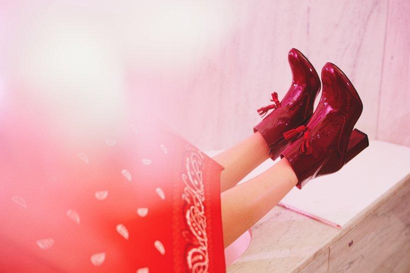Des bottines rouge vernis : pour faire son petit effet