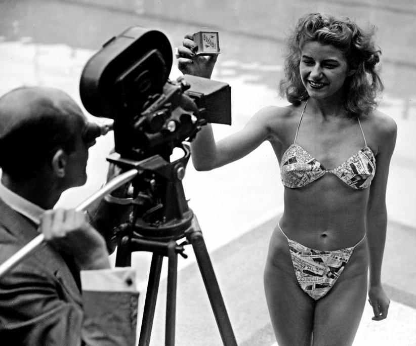 Micheline Bernardini présentant le Bikini Reard à Molitor en 1946.