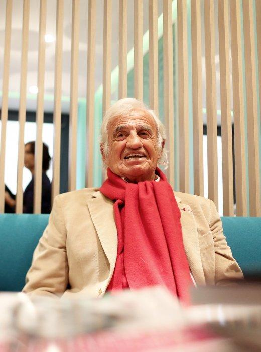 """Jean-Paul Belmondo lors du lancement du livre """"Mes recettes bonne humeur"""" de Luana Belmondo à Paris, le 13 octobre 2016."""