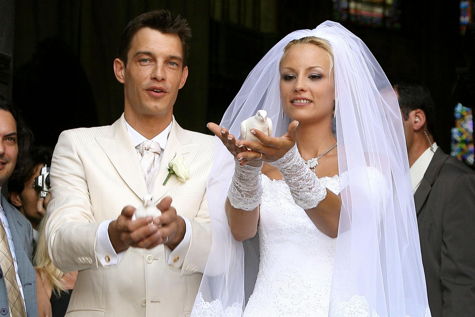 Elodie Gossuin et Bertrand Lacherie se marient à Compiègne le 1er juillet  2006.