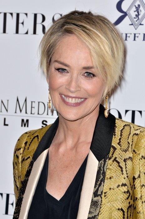 Sharon Stone assiste à la première du film Joyeuse fête des mères à Los Angeles, le 28 avril 2016.