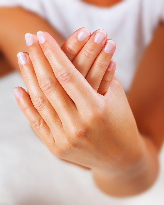 Les taches blanches sur les ongles indiquent un manque de calcium