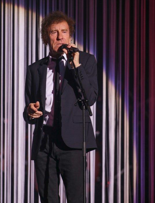 Alain Souchon en concert avec Laurent Voulzy au Zénith de Lille, le 18 juin 2015.