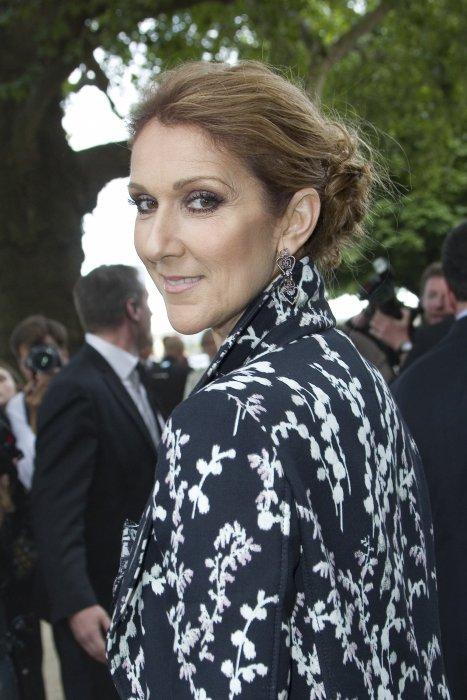Celine Dion assiste au défilé Giambattista Valli Haute Couture automne-hiver 2016/2017 lors de la Fashion Week parisienne, le 4 juillet 2016.