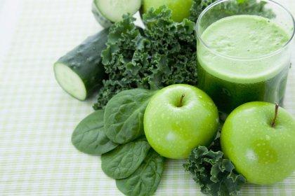 Jus détox pomme, épinard, concombre et chou kale